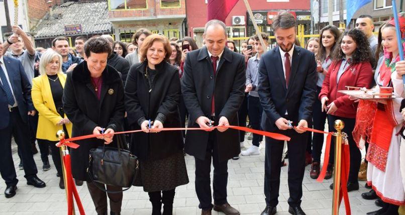 """Renovohet salla e edukatës fizike në gjimnazin """"Gjon Buzuku"""" në Prizren"""