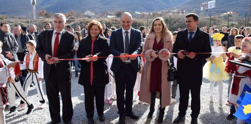 """Përurohet   renovimi i shkollës """"Heronjtë e Lumës"""" në fshatin Shkozë"""