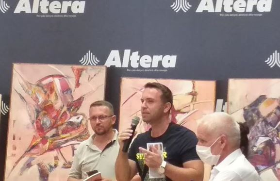 """Prizren: Hapet ekspozita e artistit Shahadin Mejzini në librarinë """"Altera"""""""
